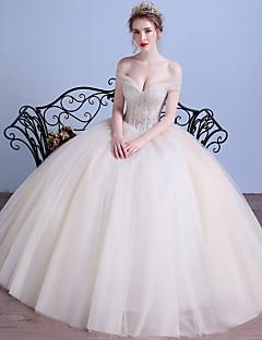 Gömbölyű válltáska hosszúságú tüll esküvői ruha kristályokkal a drrs