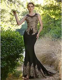 Mořská panna Illusion Neckline Dlouhá vlečka Spandex Formální večer Šaty s Křišťály podle Sarahbridal