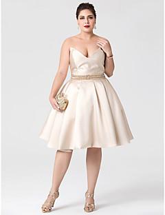 볼 드레스 V-넥 무릎 길이 새틴 칵테일 파티 드레스 와 비즈 허리끈/리본 주름 으로 TS Couture®