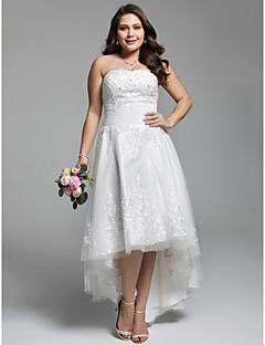 A-vonalú Pánt nélküli Aszimmetrikus Csipke Tüll Esküvői ruha val vel Gyöngydíszítés Rátétek Ráncolt által LAN TING BRIDE®