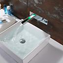 preiswerte Badarmaturen-Moderne Wandmontage Wasserfall LED Keramisches Ventil Einzigen Handgriff Zwei Löcher Chrom, Waschbecken Wasserhahn