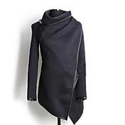 女性のハイネックASYM裾ウールコート