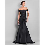 Χαμηλού Κόστους -Τρομπέτα / Γοργόνα Ώμοι Έξω Ουρά Ταφτάς Επίσημο Βραδινό Φόρεμα με Ζώνη / Κορδέλα / Πιασίματα με TS Couture®