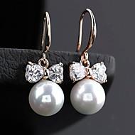 ファッショナブルな丸い真珠のちょう結びのイヤリング(多くの色)
