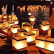 Τετράγωνο που επιθυμεί φανάρι επιπλέουν φανάρια νερό λαμπτήρα φως με κερί τετράγωνο χαρτί που επιθυμούν επιπλέουν το ποτάμι νερό