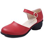 """billige Dansesneakers-Dame Moderne Lær Sandaler utendørs Spenne Kubansk hæl Svart Hvit Rød Brun 1 """"- 1 3/4"""" Kan ikke spesialtilpasses"""