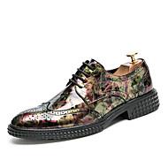 baratos Sapatos Masculinos-Homens Sapatos formais Couro de Porco Primavera / Outono Oxfords Caminhada Preto / Marron / Casamento / Festas & Noite / Sapatos de camurça / Impressão Oxfords