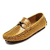 baratos Sapatos Masculinos-Homens Pele Verão / Outono Conforto Mocassins e Slip-Ons Caminhada Preto / Azul Escuro / Amarelo