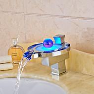halpa -Nykyaikainen Pöytäasennus Vesiputous LED Keraaminen venttiili Yksi kahva yksi reikä Kromi , Kylpyhuone Sink hana