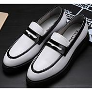 baratos Sapatos Masculinos-Homens Pele Napa / Pele Outono Conforto Mocassins e Slip-Ons Branco