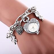 billige Quartz-Dame Quartz Armbåndsur Kinesisk Imiteret Diamant Afslappet Ur Legering Bånd Heart Shape Bohemisk Sølv Guld