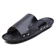 baratos Sapatos Masculinos-Homens Couro de Porco Verão Conforto Chinelos e flip-flops Branco / Preto / Marron