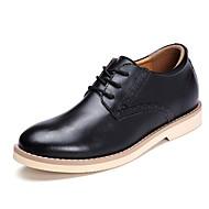 baratos Sapatos Masculinos-Homens Sapatos formais Couro Primavera / Outono Negócio Oxfords Aumento de altura Preto / Marron / Vinho