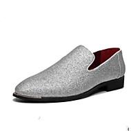 baratos Sapatos Masculinos-Homens Couro de Porco Primavera / Outono Conforto Mocassins e Slip-Ons Preto / Prata / Azul