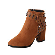 baratos Sapatos Femininos-Mulheres Fashion Boots Couro Sintético Outono & inverno Vintage / Casual Botas Salto Robusto Dedo Apontado Botas Curtas / Ankle Tachas Preto / Castanho Escuro
