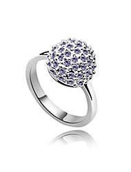 alliage et boule de cristal de platine en forme d'anneau plaqué