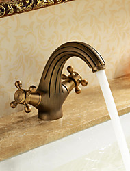 Недорогие -Ванная раковина кран - Водопад Старая латунь По центру Одно отверстие / Две ручки одно отверстиеBath Taps