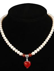 Fabulous Pearl White con la collana delle donne di Ruby