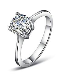 Платина покрыла четыре когтя смоделировала бриллиантовое обручальное кольцо элегантный стиль