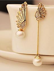 abordables -Mujer Diamante sintético No coincidente Pendientes colgantes - Perla, Perla Artificial, Zirconia Cúbica Alas de angel Europeo Dorado Para / Chapado en Oro / Diamante Sintético