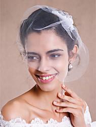 En-lags Rå Kant Bryllupsslør Rouge Slør Fingerspids Slør Hovedstykker med Slør Med Perler Tyl