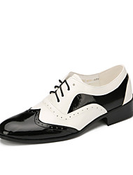 cheap -Men's Modern Shoes Leather Flat Performance / Outdoor Low Heel Customizable Dance Shoes Black / White