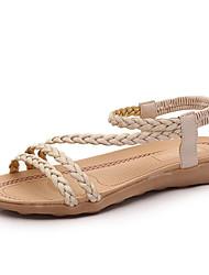 Недорогие -Жен. Плоские каблуки Полиуретан Весна Удобная обувь Сандалии На плоской подошве Белый / Черный