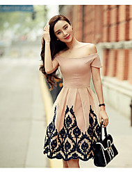 baratos -Mulheres Feriado / Para Noite Simples Algodão Evasê / balanço Vestido Bordado Decote Canoa Acima do Joelho / Verão / Outono
