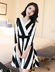 Sinal 2017 primavera nova versão coreana do vestido v-pescoço foi fino listras verticais