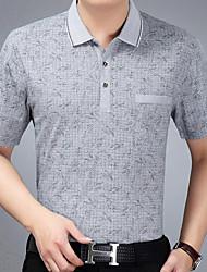Älterer Vater hat Sommermänner geladen&# 39; s kurz-sleeved T-Shirt Revers mittleren Alters Männer mittleren Alters Männer kurzen