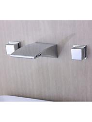 preiswerte -Moderne Modern Wandmontage Wasserfall Messingventil Drei Löcher Zwei Griffe Drei Löcher Chrom , Waschbecken Wasserhahn