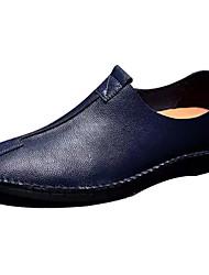 baratos -Homens Loafers de conforto Pele Primavera / Outono Conforto Mocassins e Slip-Ons Caminhada Preto / Azul Escuro / Castanho Claro