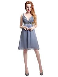 Mantel / Spalte V-Ausschnitt Knielänge Chiffon Brautjungfer Kleid mit Perlen