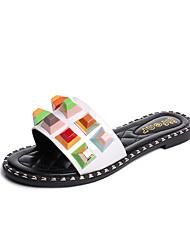 abordables -Mujer Sandalias Confort Zapatos del club Semicuero Primavera Verano Vestido Informal Remache Tacón Plano Blanco Negro Plano