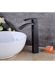Недорогие -Ванная раковина кран - Водопад Начищенная бронза По центру Одной ручкой одно отверстиеBath Taps / Латунь
