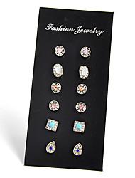 Orecchini a bottone Zirconi Pietre preziose Nero Classico Circolare Quadrato Vintage Personalizzato Fatto a mano Stile semplice Formale