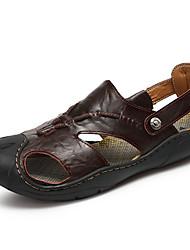 Masculino Sandálias Conforto Pele Verão Casual Caminhada Tachas Rasteiro Amarelo Castanho Escuro 5 a 7 cm