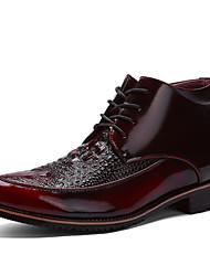 baratos -Homens sapatos Couro Envernizado Outono Conforto Oxfords Caminhada Dourado / Preto / Vinho