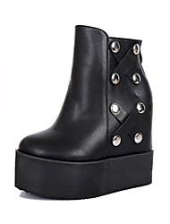 preiswerte -Damen Schuhe Kunstleder Winter Herbst Komfort Neuheit Pumps Stiefel Keilabsatz Booties / Stiefeletten Perlenstickerei Niete für Hochzeit