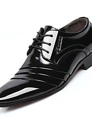 Недорогие -Муж. обувь Микроволокно Весна Осень Формальная обувь Туфли на шнуровке Заклепки для Повседневные на открытом воздухе Офис и карьера Черный