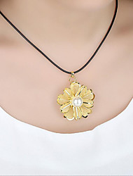 cheap -Women's Round Flower Shape Floral Luxury Pendant Necklace Statement Necklace Imitation Pearl Gold Plated Pendant Necklace Statement