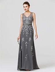 preiswerte -Eng anliegend V-Ausschnitt Pinsel Schleppe Tüll Formeller Abend Kleid mit Perlenstickerei Applikationen Schärpe / Band durch TS Couture®