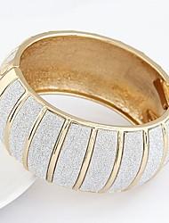 baratos -Mulheres Oversized Bracelete - Vintage Oversized Fashion Formato Circular Forma Geométrica Dourado Prata Pulseiras Para Festa Presente