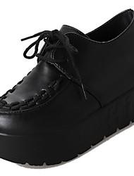 Недорогие -Жен. Обувь Полиуретан Зима Осень Удобная обувь Туфли на шнуровке Высокий каблук Круглый носок для Повседневные Белый Черный Черно-белый