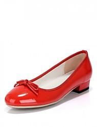Feminino Sapatos Couro Envernizado Primavera Outono Conforto Saltos Salto Robusto Ponta Redonda para Casual Vermelho