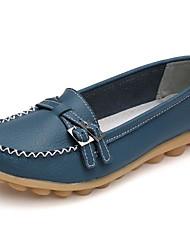 Недорогие -Жен. Обувь Кожа Весна / Осень Удобная обувь Мокасины и Свитер На плоской подошве Круглый носок Пряжки Белый / Черный / Светло-синий