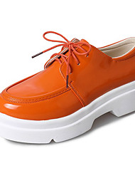 Недорогие -Жен. Полиуретан Весна / Осень Удобная обувь Туфли на шнуровке На плоской подошве Белый / Черный / Оранжевый