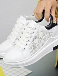 Недорогие -Для женщин Обувь Кружева Лето Удобная обувь Кеды Плоские Закрытый мыс для Повседневные Белый Черный