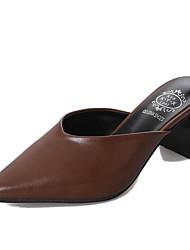 abordables -Femme Chaussures Polyuréthane Printemps Automne Confort Sabot & Mules Talon Bottier pour Décontracté Noir Marron
