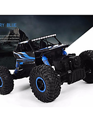 baratos -Carro com CR RC Car Canal 4 2.4G Drift Car Carro de Corrida Off Road Car Rock Climbing Car 1:18 KM / H